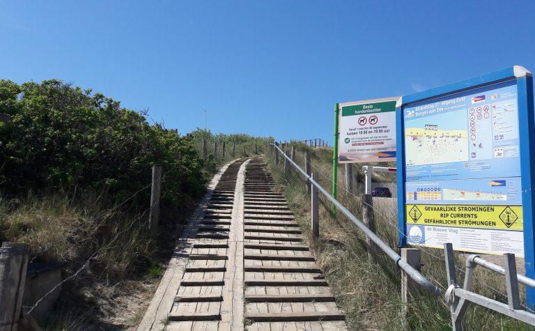 strandslag Zuid in Bergen aan Zee, met houten pad